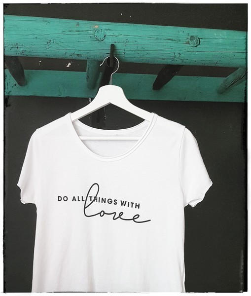 "t-shirt ""do all things with love"" in 4 farben  - ...by sl"