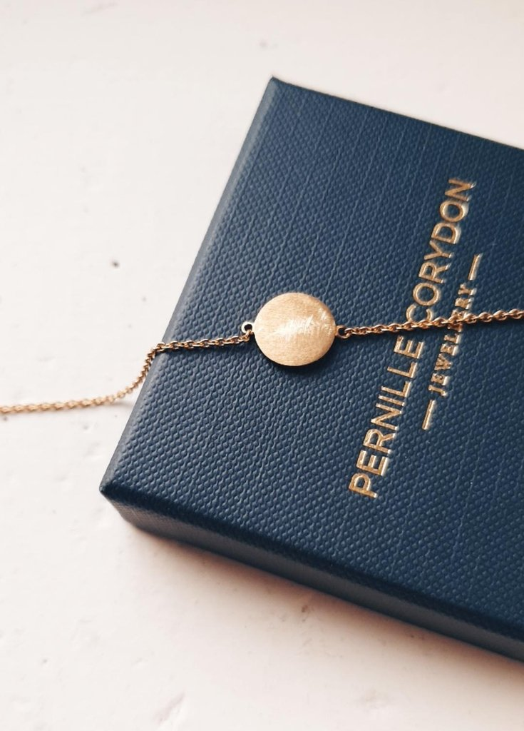 small coin armband in gold - pernille corydon